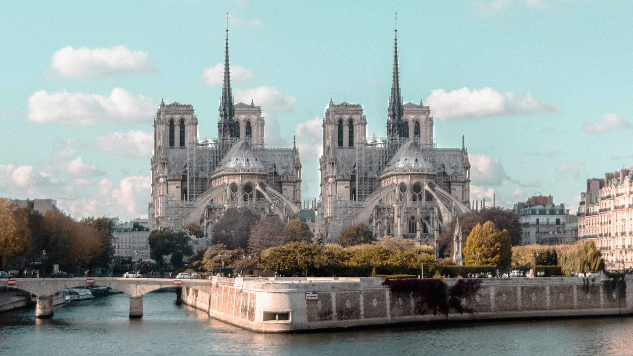 French politicians demand that Notre-Dame be restored as an exact